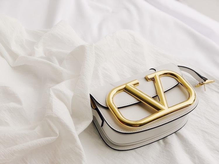 李聖經、Jessica狂曬同款!Valentino這款V字Logo包太有魅力,今年小包就挑這一款!-3
